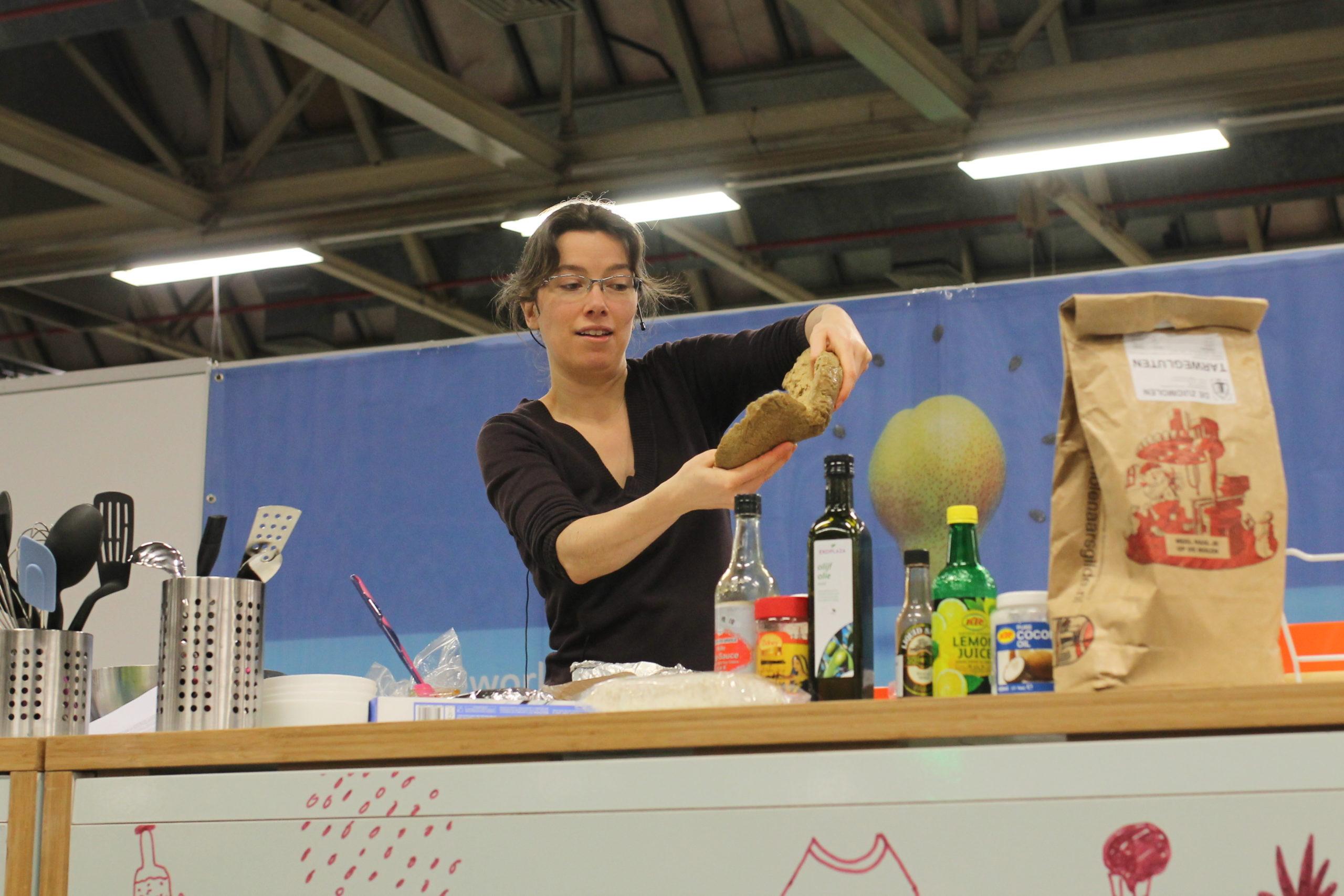 Vegan kookdemo seitan Martine van Haperen (foto credit Dung Truong)
